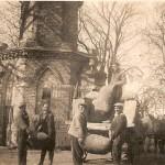 1940 - au travail devant les tours